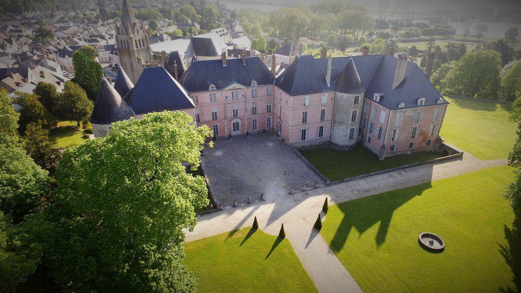 Château de Meung sur Loire Château de Meung sur Loire côté XVIIIe