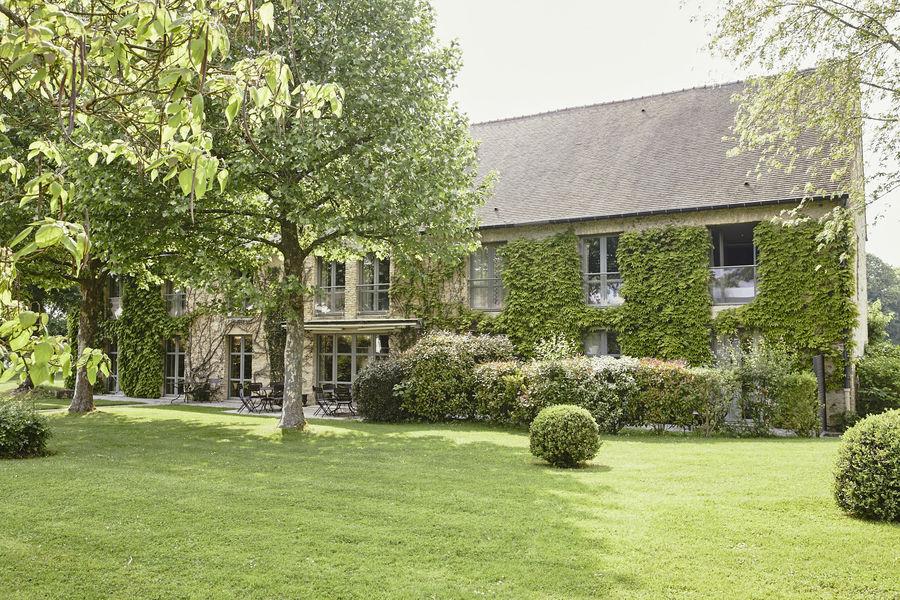 Château de Villiers-le-Mahieu Des maisons entièrement privatisables pour vos réunions confidentielles