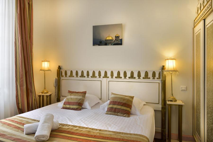 Hotel The Originals Domaine des Thômeaux 30