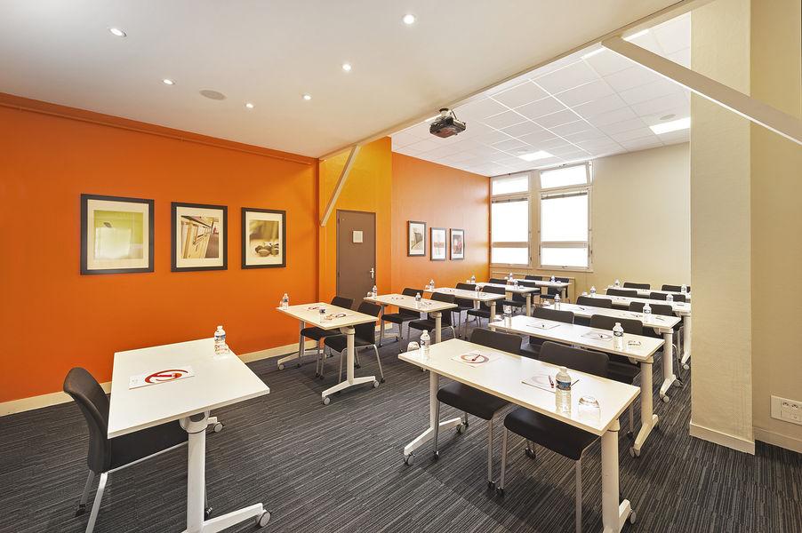 Baya Axess Nantes Salle 50m2, disposition en classe