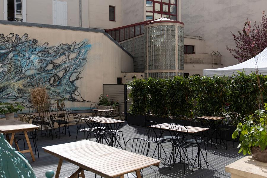 FAR, l'accélérateur de projets culturels  La terrasse de FAR (aménagée)