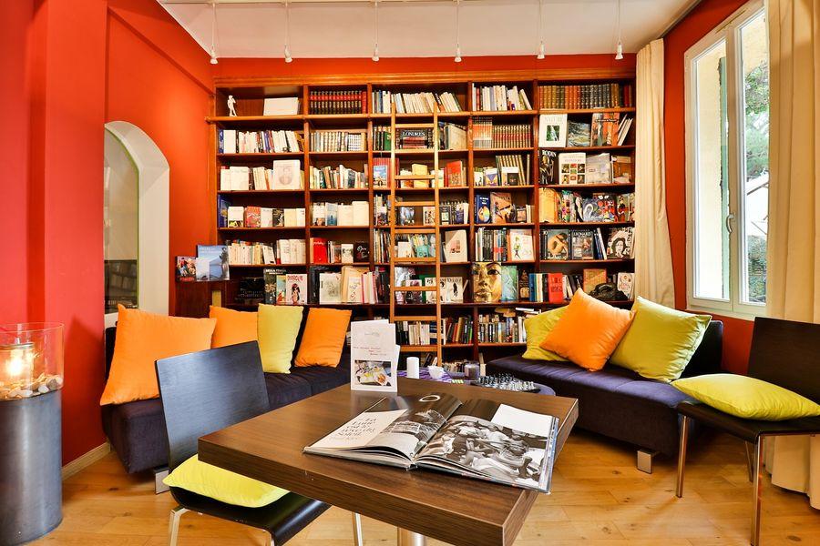 Hôtel Idéal Séjour Bibliothèque