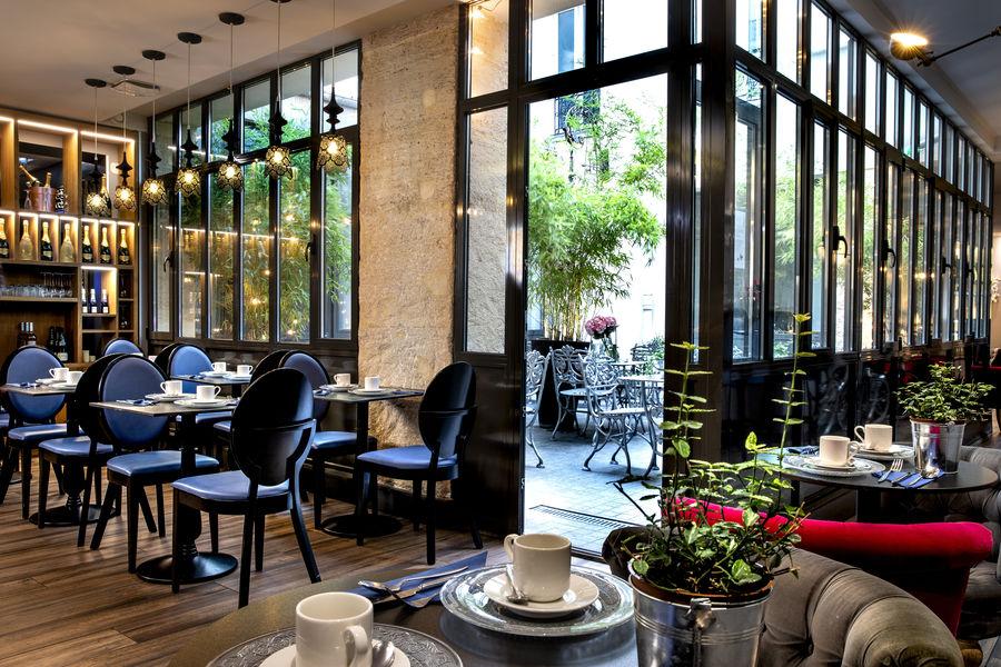 Hotel Mademoiselle **** Patio et salle des petits déjeuners