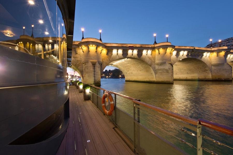 Jardins du Pont Neuf Vue sur le Pont Neuf