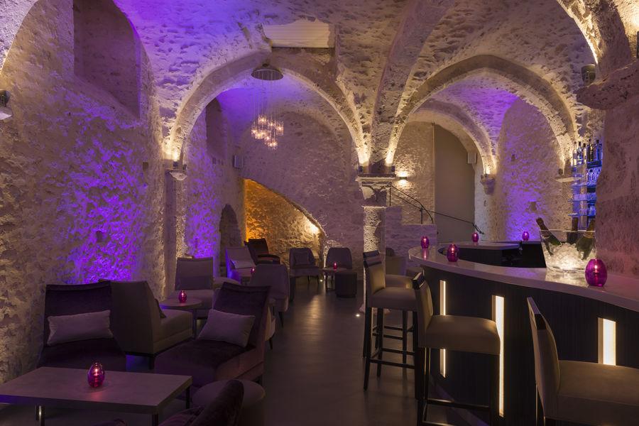 Hotel The OriginalsAux Vieux Remparts Lounge Bar
