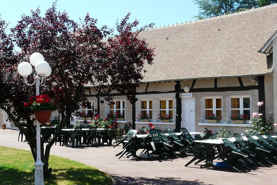 Azureva Sainte Montaine en Sologne *** Bar avec terrasse