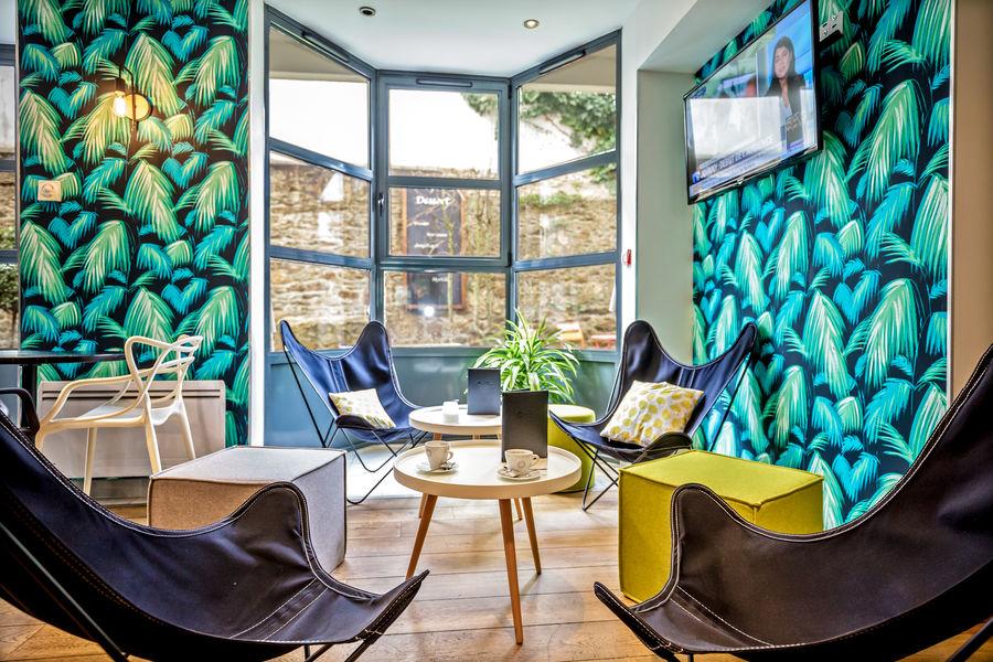 Best Western Plus Vannes Centre-ville **** Espace bar côté patio