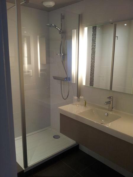 Best Western Plus Metz Technopole **** Salle de bain avec douche à l'Italienne
