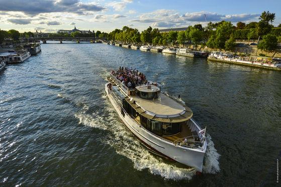 Bateau Paris Trocadéro en navigation