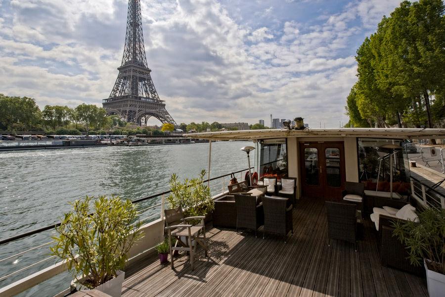 La Péniche Eiffel La Terrasse