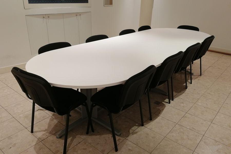 LIVE Corp Salle de réunion accueillant 12 personnes en places assises