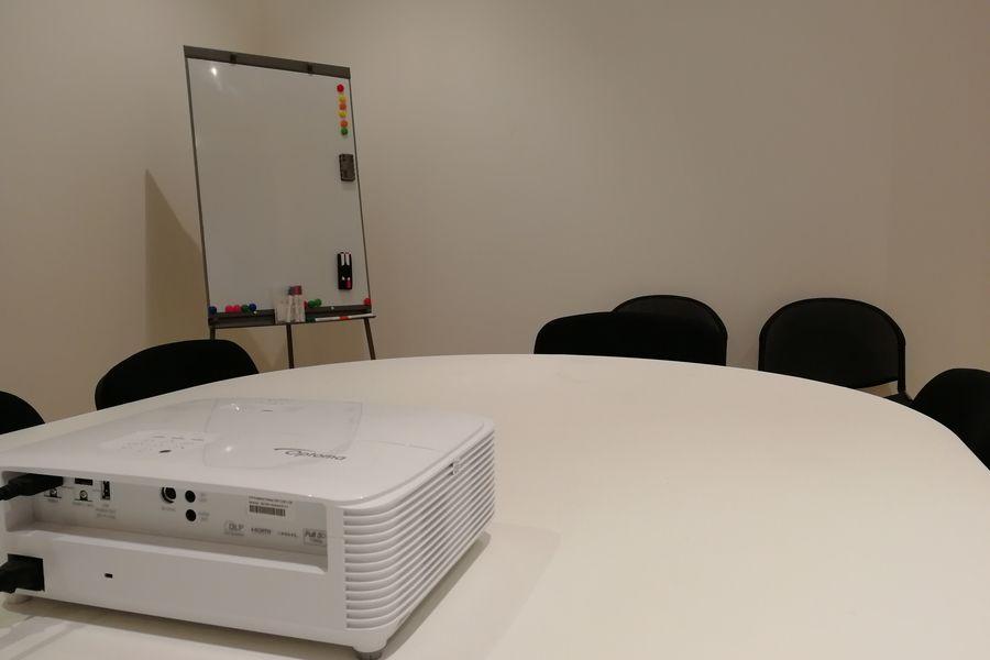 LIVE Corp Salle de réunion avec vidéo projecteur à disposition