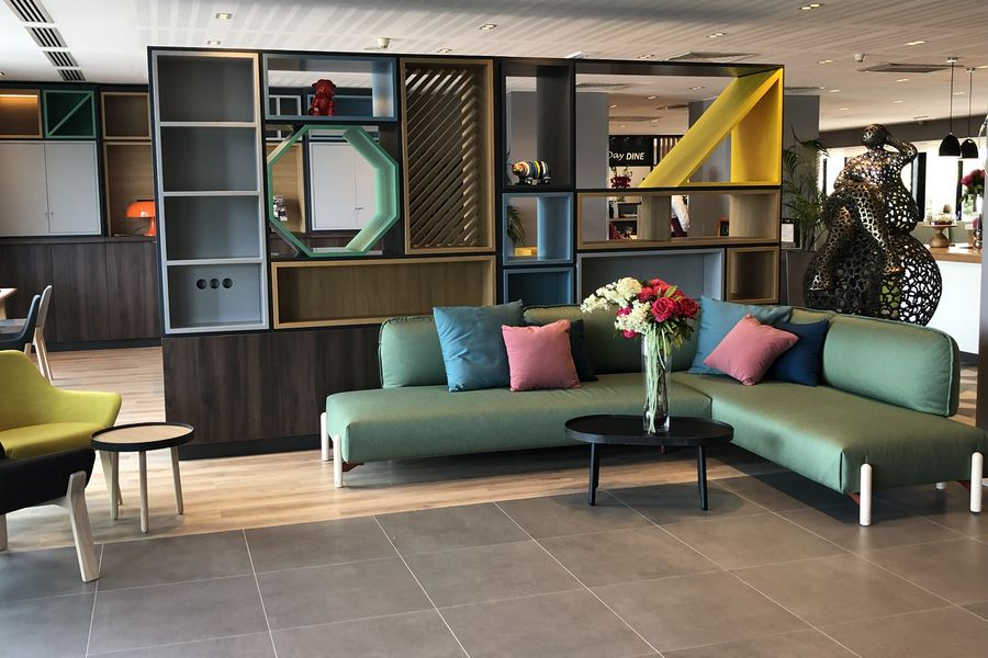 Holiday Inn Bordeaux Sud Pessac **** Open Lobby