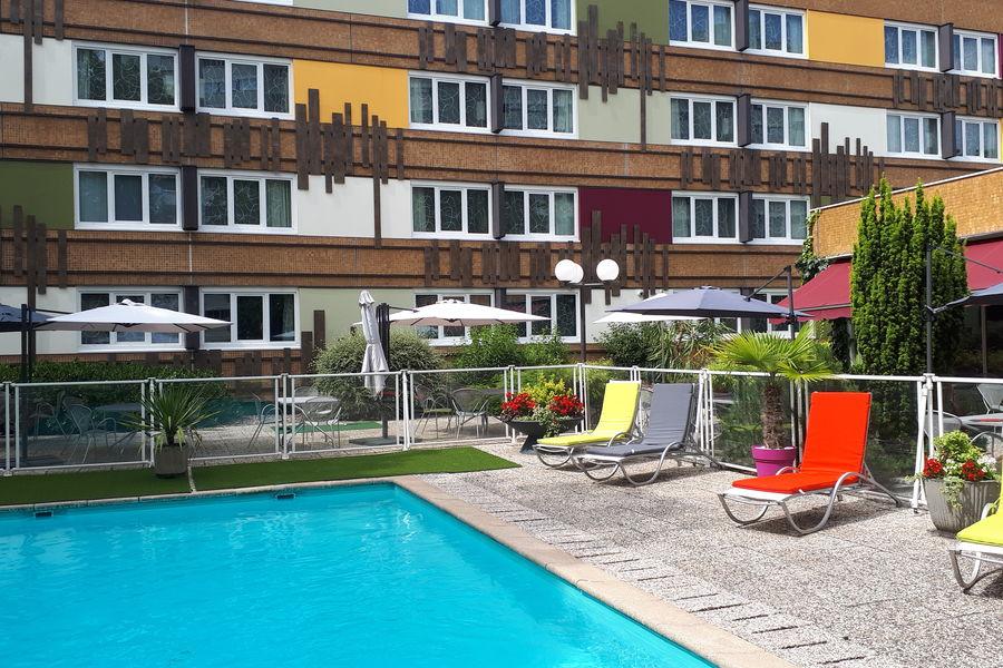 Ibis Style Besançon Terrasse et piscine