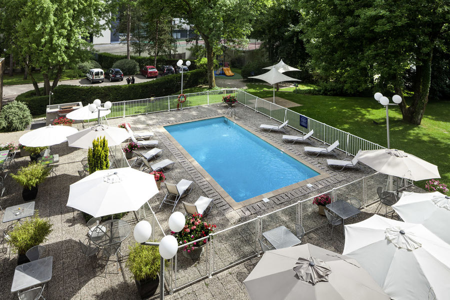 Ibis Style Besançon Jardin et piscine