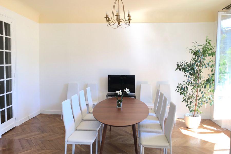 L'OBSERVATOIRE Table de réunion