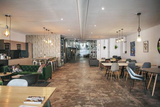 Salle 250 m² divisible avec terrasse et cuisine