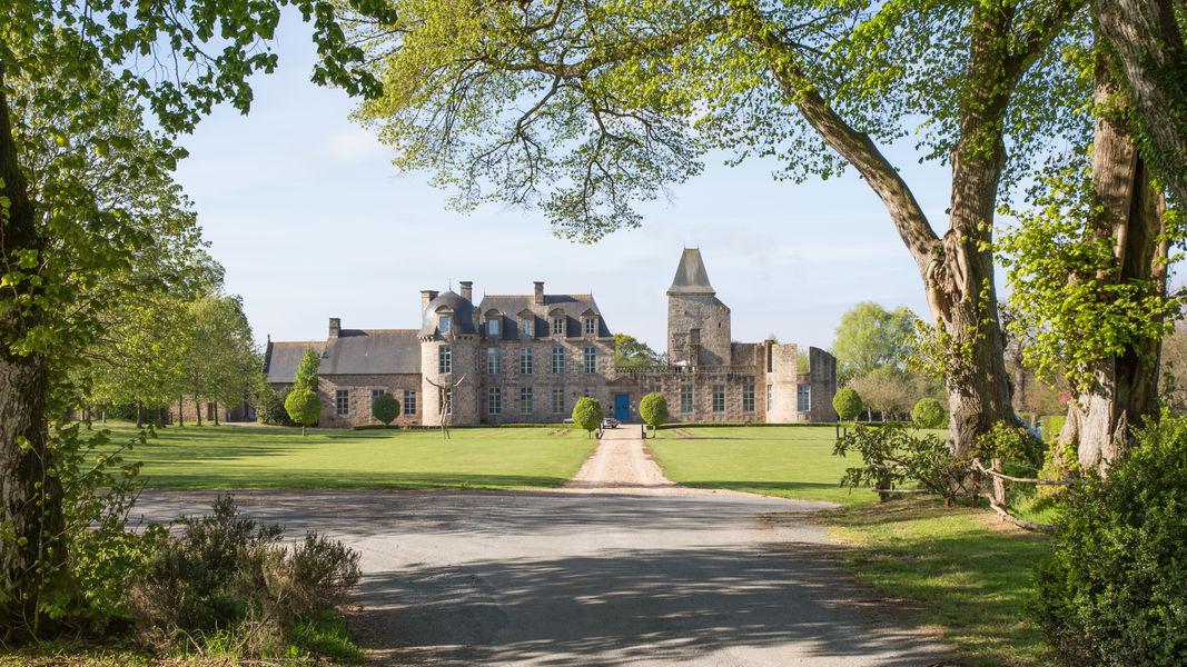 Château du Bois Guy **** L'entrée du Château