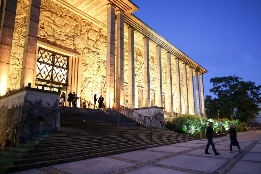 Palais de la Porte Dorée La façade du Palais illuminée
