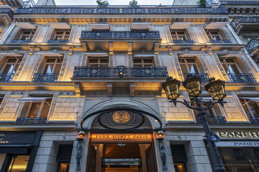 Park Hyatt Paris-Vendôme ***** Façade front night