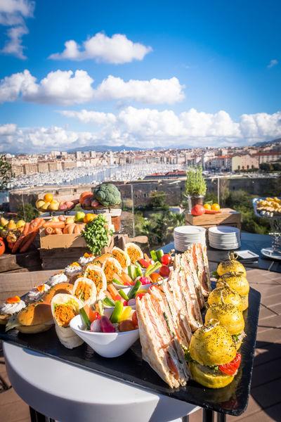 Sofitel Marseille le Vieux Port ***** Cocktail en terrasse