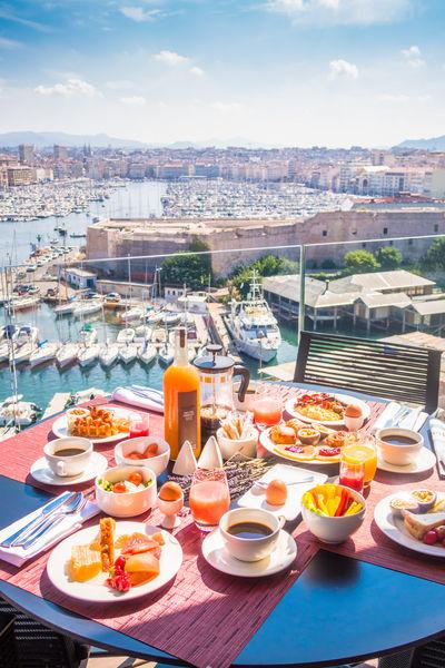 Sofitel Marseille le Vieux Port ***** Petit déjeuner au Restaurant Les Trois Forts