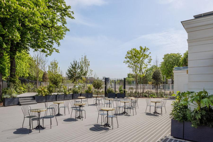 Pavillon des Princes Terrasse avec mobilier