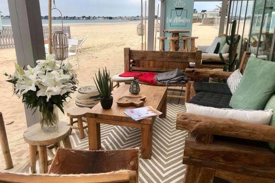Bar - Les pieds dans le sable
