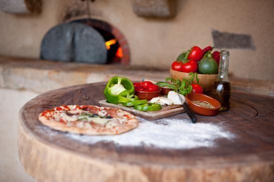 La Ferme du Cayla Un vrai four à pizza au coeur du village pour des soirées animées