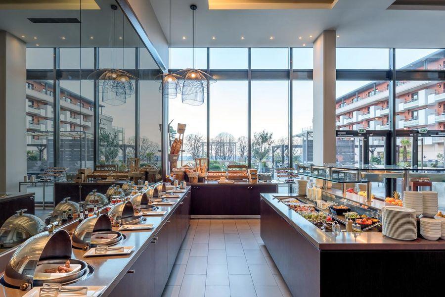 Hilton Evian-Les-Bains Salle de petit-déjeuner