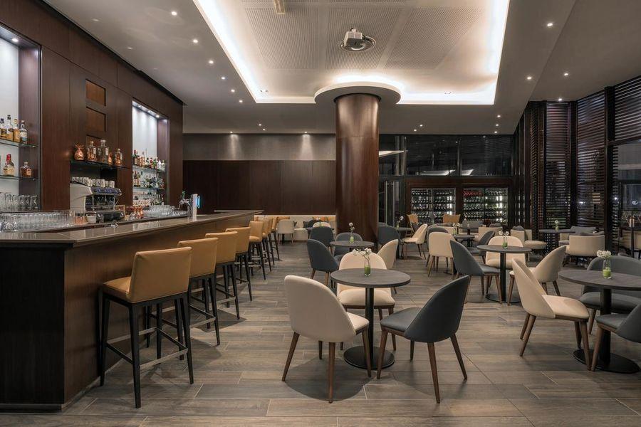 Hilton Evian-Les-Bains Bar