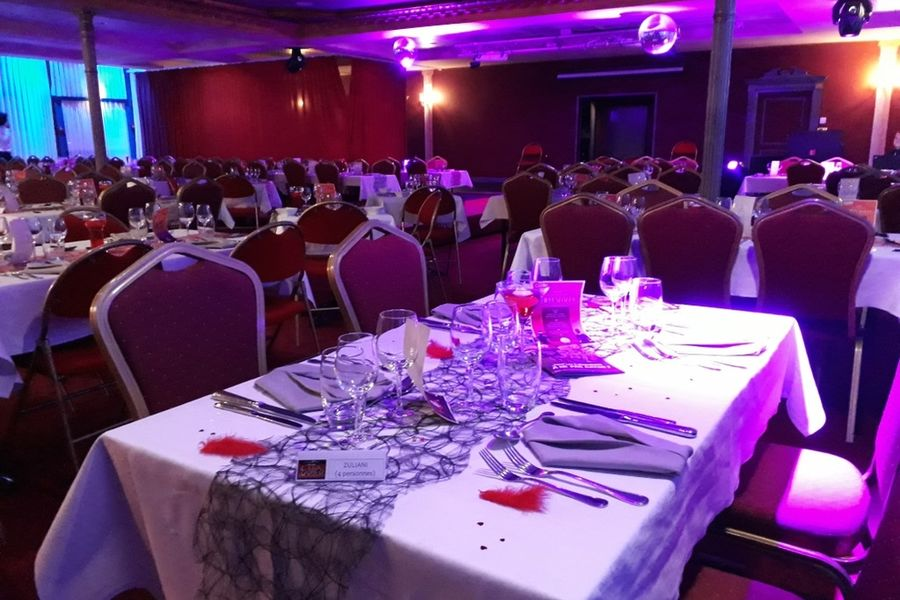 Casino - Plombières les Bains Salon Impérial - Prêt à recevoir les participants au dîner-spectacle
