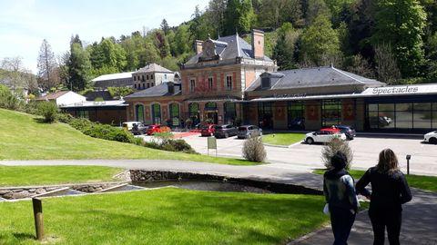 Le Casino de Plombières-les-Bains face au Parc Impérial