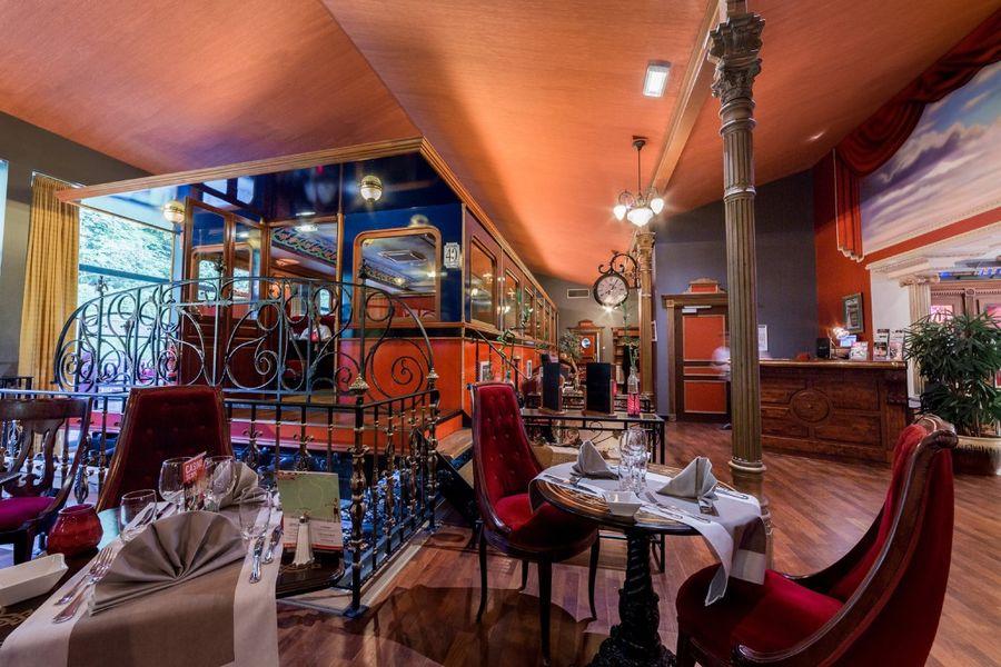 Casino - Plombières les Bains Restaurant Le Wagon - Le quai et le wagon