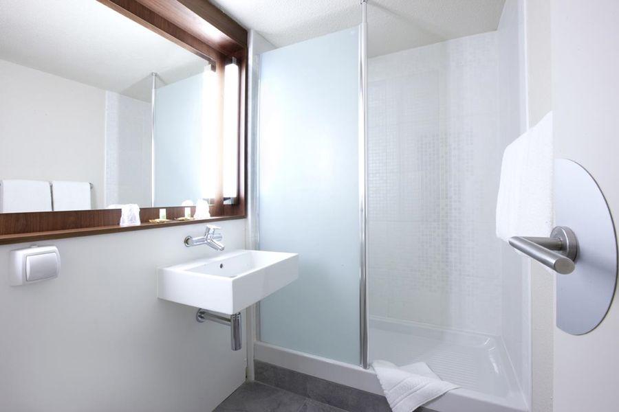 Campanile Montpellier Ouest - Saint Jean de Vedas  Salle de bain