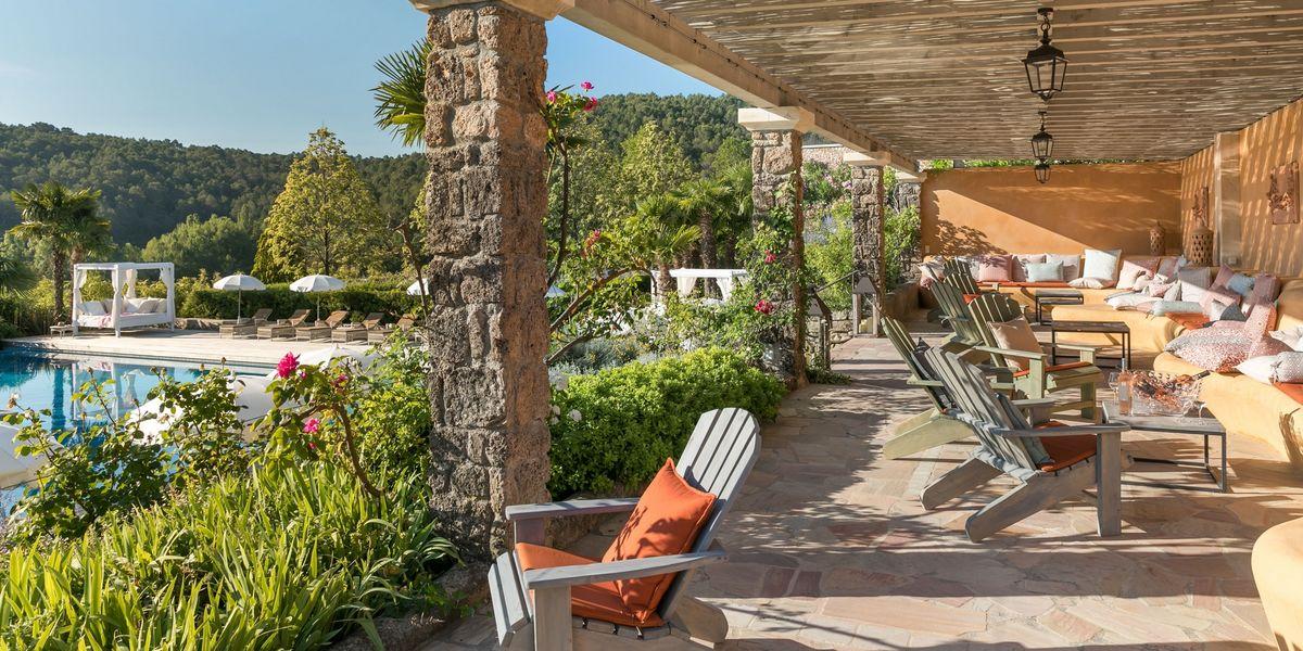 Château de Berne Hôtel & Spa ***** La pergola de la piscine