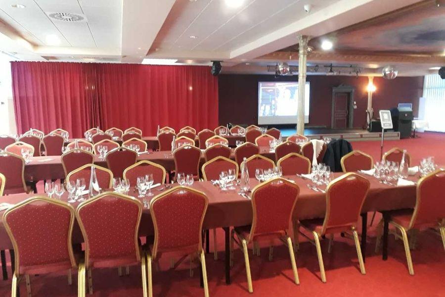 Casino - Plombières les Bains Salon Impérial - disposition pour un repas (Spécial groupes autocaristes)