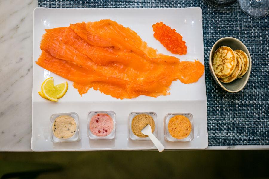Le Comptoir du Caviar Planche de saumon et assortiment de taramas