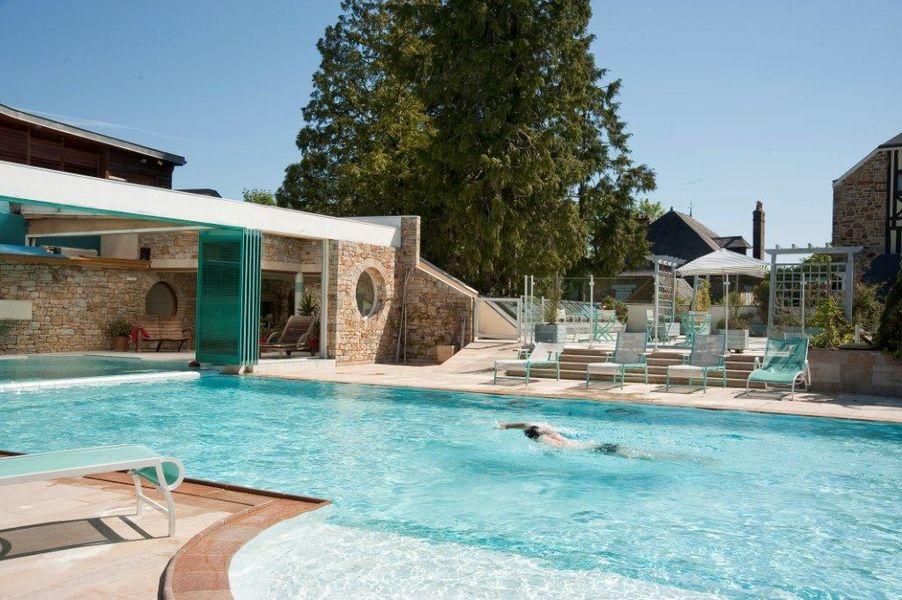 Hotel The Originals Le Manoir du Lys Manoir du Lys La piscine