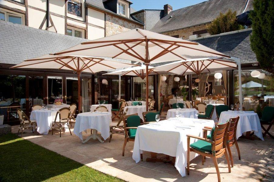 Hotel The Originals Le Manoir du Lys Manoir du Lys La terrasse