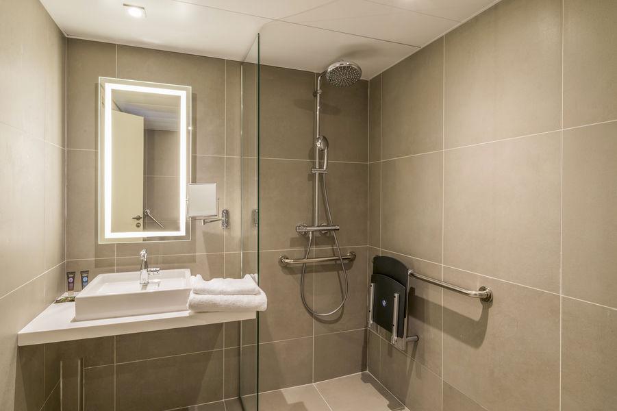 Novotel Paris Créteil le Lac **** Salle de bain PMR