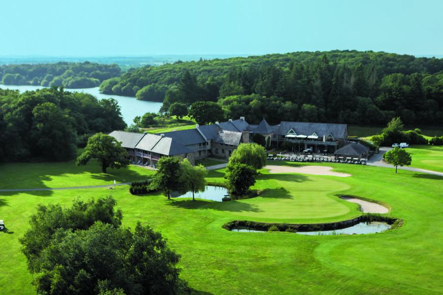 Saint-Malo Golf Resort Vue aérienne du Club House et Hôtel