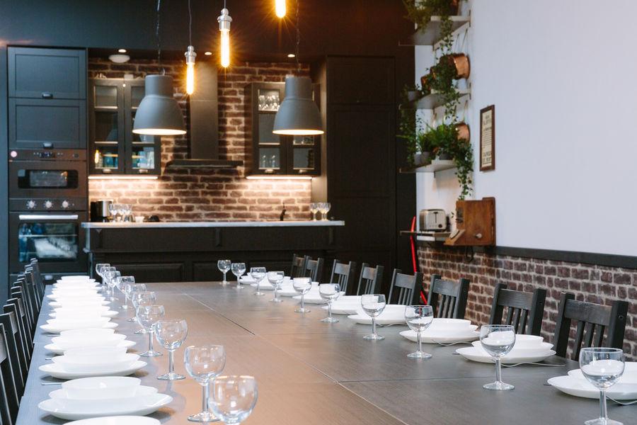 La Maison Devant La Prairie  LE LOFT La table pour 30 personnes