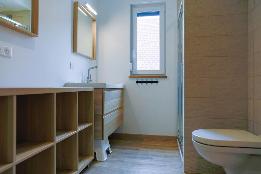 La Maison Devant La Prairie  Salle de douche aavec Lavabo WC et douche de 100cmx80cm