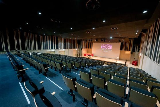 Salle plénière CHAPEAU ROUGE