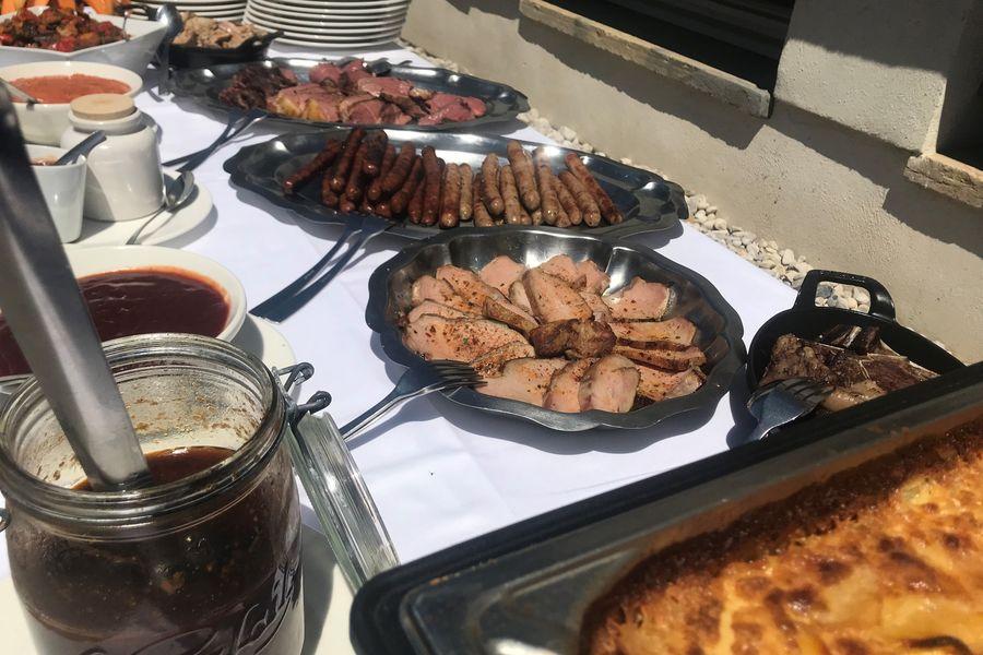 Château de Sans Souci Buffet BBQ pour un repas convivial et festif