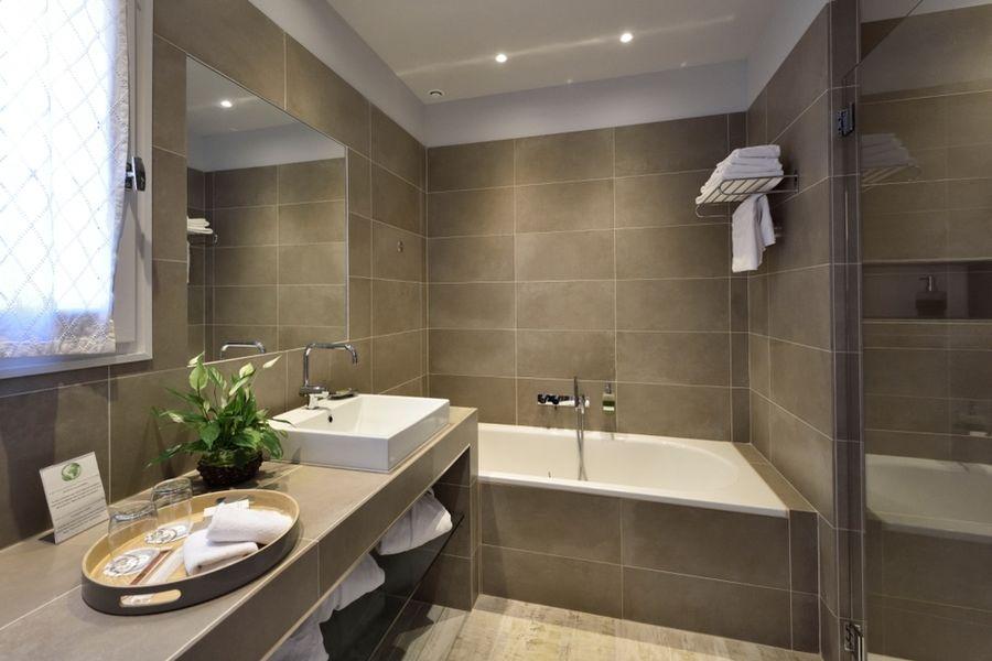 Mas De L'Oulivie **** Salle de bain chambre Prestige