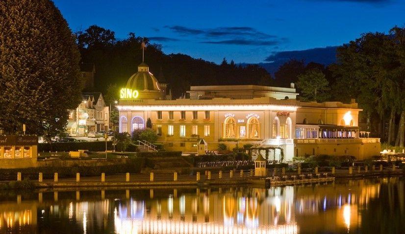 Hotel The Originals Le Manoir du Lys Bagnoles de l'Orne - Casino