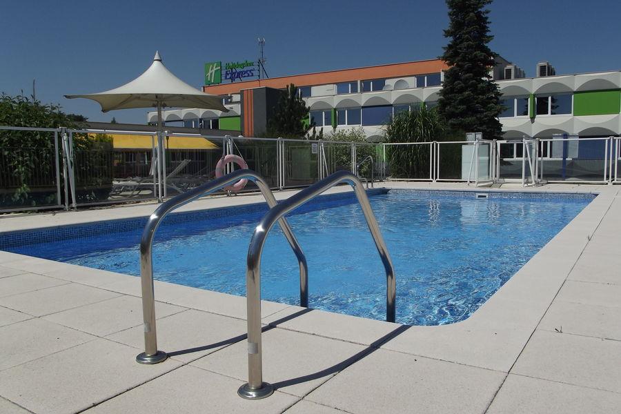 Holiday Inn Express Strasbourg Sud*** Piscine