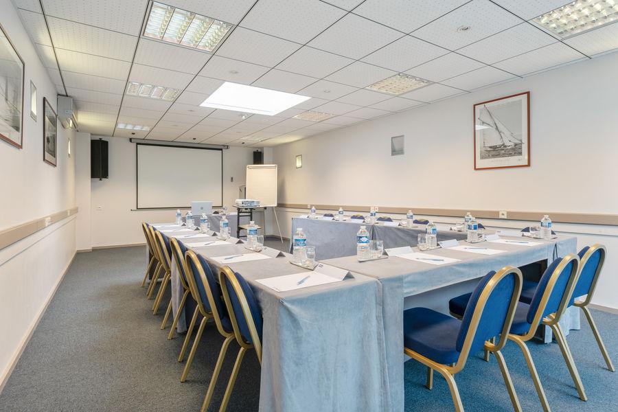 Hôtel Kyriad Vannes Centre-Ville ***  Salle de réunion en U à Vannes